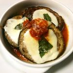 ピアノピアーノ - 米茄子とモッツァレッラのオーブン焼き。香ばしい茄子とトロリと溶けたモッツァレッラ、酸味の効いたトマトソースが絶妙なバランス。