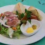 cafe KO-BA - 料理写真:天然酵母パンのサラダプレート
