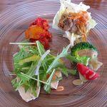 デルフィーノ - エスカベッシュ、ブロッコリーとフルーツトマトのアンチョビソース、鶏胸肉のマスタードソース、カポナータの4種
