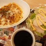 ファーストキッチン - 料理写真:牛ほほ肉クリームミートセット、蒸し鶏の焙煎胡麻サラダ、ブレンドコーヒー