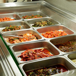 満月 - お肉や前菜などが、全て食べ放題の『バイキングコース』 ひとつひとつ手づくりしている一品料理やキムチ、また新鮮なホルモンや野菜など、種類豊富に揃います。