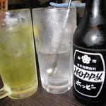 こちら西区高島裏横浜炭焼所 - ホッピーセット白 450円 緑茶割り 330円