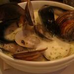 リトロヴォ - ●魚介類のホワイトソース煮込み 貝がたくさんでした。