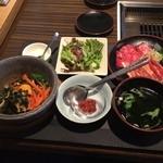 安楽亭 - 料理写真:石焼ビビンバ(小)とダブルカルビ定食