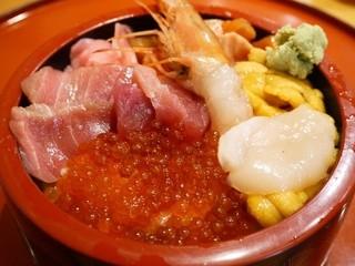 鮨政 東口店 - 北海丼 1050円。