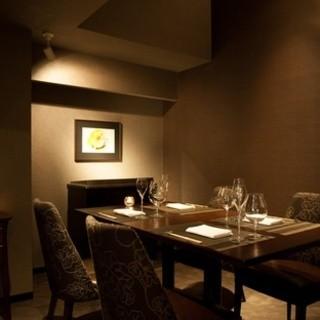周りを気にせず食事を堪能、プライベート個室。