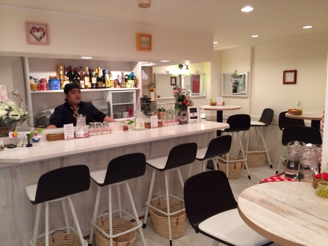 cafe 黒岩伽哩 - くつろげる空気感の店内。