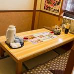 食い道楽 - お座敷のテーブルも大きく広々!