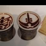 25491037 - 『ガンダムカフェラテ(ガンダム)(アッガイ)』(各362円)と『ガンプラ焼き白いジャーマンポテト』 (239円)~♪(^o^)丿