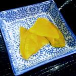 つぼつぼ - 「鶏の唐揚げ定食」漬物の沢庵