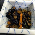 つぼつぼ - 「鶏の唐揚げ定食」ひじきの煮物