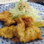 つぼつぼ - 「鶏の唐揚げ定食」唐揚げ
