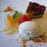 Cucina Italiana 東洞 - ドルチェ:バニラのジェラート&ブルーベリータルト