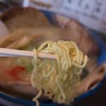 ら~めん蔵 - 1-3)ホホ肉(網走産・限定)チャーシュー麺(しお)の麺