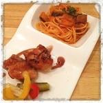 TAK CAFE - レディースランチ ナスとベーコンのトマトスパ 鳥肉のソテー