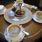 ア・タ・ゴール - プティフールとコーヒー