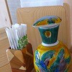 報徳庵 - 陶器の醤油差しや組木細工ような楊枝立てがきれい