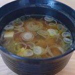 報徳庵 - お味噌汁は豆腐とワカメ