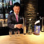 杜若 - その時々の蔵出しの日本酒が楽しめるカウンターに設置された日本酒のサーバー!
