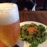 ピッツェリア ピッキ - マルゲリータをいただきながらのランチビール。。最高です♬