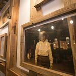 宮崎県日南市 塚田農場 - 店内には、自社養鶏場の生産者の写真が飾られます。