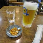 25506442 - 「中生ビール」、つまみの「柿ピー」