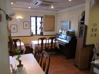 トラットリア ラ・スカーラ エ ピアディーナ - レストランスペース。もちろんカフェタイムでも