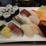 25510793 - 満腹にぎり寿司定食の握り寿司12貫+巻物