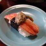 松すし - 蟹身に蟹味噌のせ。