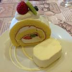 お菓子工房 スウィーツガーデン - ロールケーキとレアチーズ