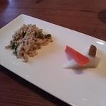 25515546 - ランチの前菜(特に右側のビネガー風味のピクルス?は美味でした)