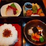 京町や 吉むら - お昼のお弁当1000円です。