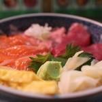 25520193 - まぐろ・ねぎとろ・サーモン丼 800円。