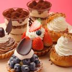 キュベ イトウ - 系列店【パティスリーCafeAstiy】のケーキ。当店でもお楽しみ頂けます。