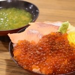 ばんごや - 料理写真:サーモン親子丼(1280円)
