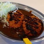 カレーのチャンピオン - ヒレカツカレー、フォークで食べるのがチャンカレの特徴。