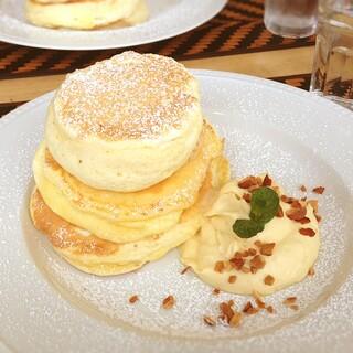 Micasadeco&Cafe - ココナッツカスタードパンケーキ