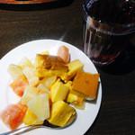 25523392 - MIXヴィネガージュース&フルーツの大盛り