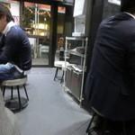 麺家 黒 - カウンター席とテーブル席がございます
