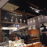 J.S. PANCAKE CAFE  - 入口付近