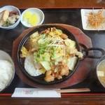 お菜さと味 - 鶏ちゃん定食