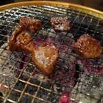 永秀 - 両面焼けた後に頂いてみると、神泉は新鮮!的なダジャレも冴える位に美味しく       美味しくないレバーにありがちなフガフガ感やパサパサ感がなく、柔らかで美味しいです。