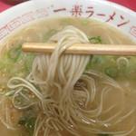 25527297 - 麺は細麺シッカリとした噛み応えあります。