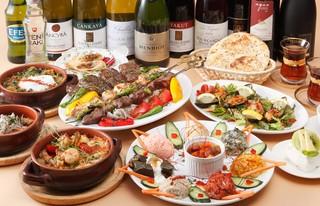 トプカプ - 美味しく楽しい、シェアスタイルのトプカプのコースは、美味しいトルコのセレクトワインにもよく合います!
