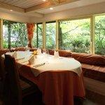 オーベルジュ ド プリマヴェーラ - 四季折々の風景を望むメゾンの席
