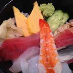 25555377 - シャリ、並(大盛り無料)海鮮丼、漬けでない