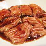 力飯店 - 丸腸とシマ腸。赤身肉の後には脂が美味しい(笑)。