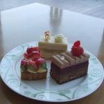 25559177 - ●苺のタルト                       ●さくらんぼとミルクチョコレートケーキ                       ●紅茶のオペラ