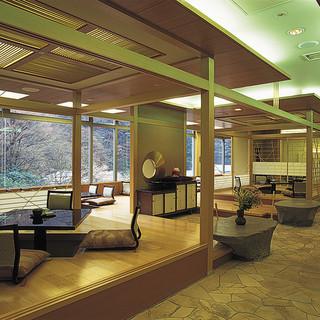 有馬温泉月光園鴻朧館内にある本格的な日本料理店です