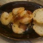 ワインバル サカグチ - 毎度のことながら海老のガーリックオイル煮420円